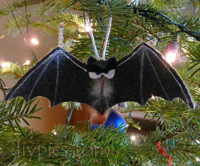 Easy Felt Bat Ornament Craft